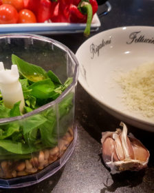 ingrediënten om zelf pesto te maken